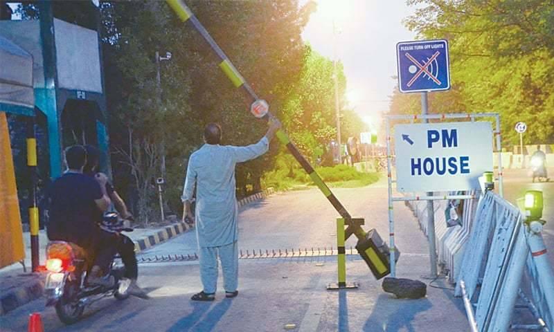 NAB summons Nawaz Sharif in Raiwind road case