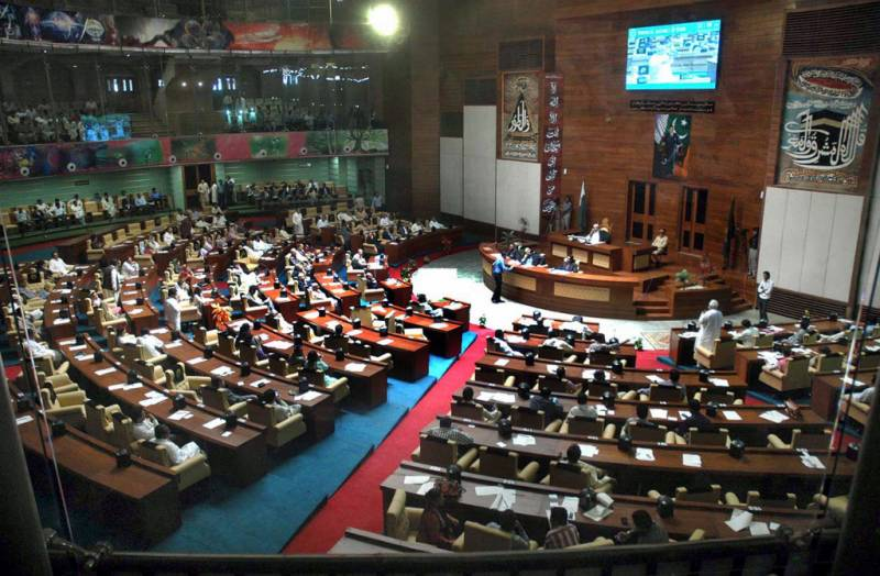 Commotion in Sindh Assembly as PML-F's Seher Abbasi raises shoe at deputy speaker