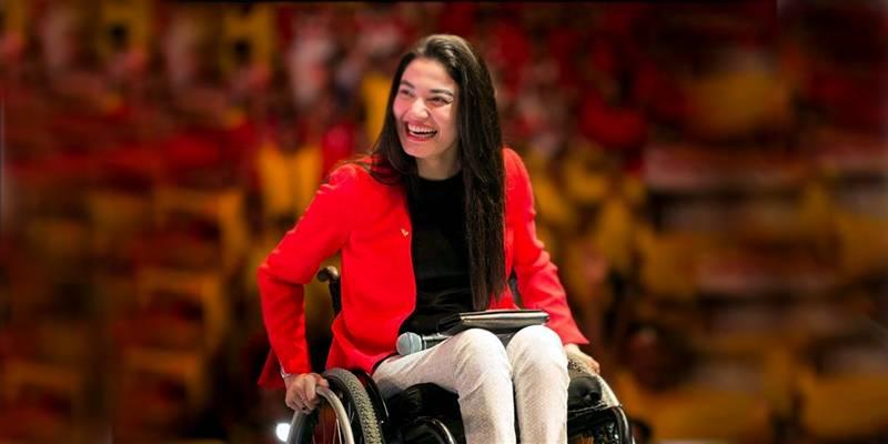 Muniba Mazari shares joy of 'Standing tall' after 10 years