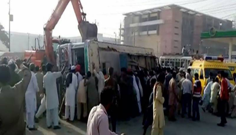 At least 2 dead, 7 injured as bus overturns in Karachi
