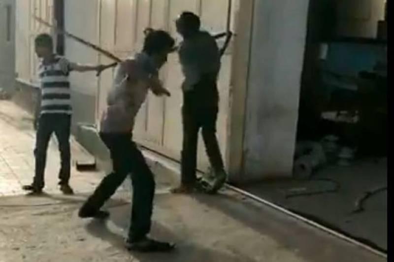 India: Dalit ragpicker beaten to death in Rajkot (VIDEO)