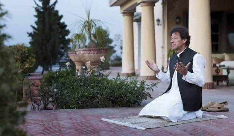 Fake video of Bushra Maneka praying alongside Imran Khan goes viral