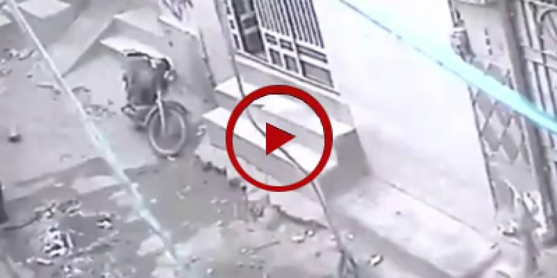 CCTV footage of swift stealing of motorcycle in Karachi (VIDEO)