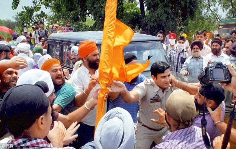 Mass protests erupt around Golden Temple complex as pro-Khalistan sikhs mark Blue Star anniversary