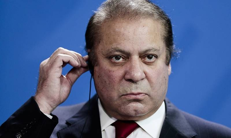 NAB court judge chides Nawaz Sharif for chit-chat during hearing