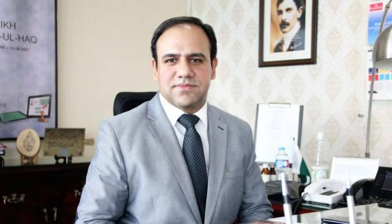 Dr Umar Saif distributes money saved for iPhone X as Eidi among PITB employees