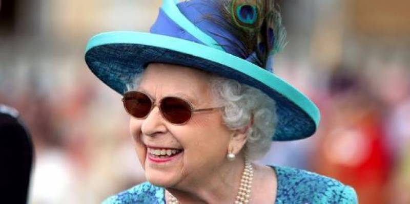 Queen Elizabeth flaunting shades; new style statement or something else?