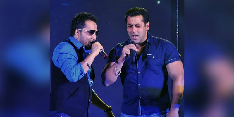Salman Khan reunites with Mika Singh for song 'Party Chale On'