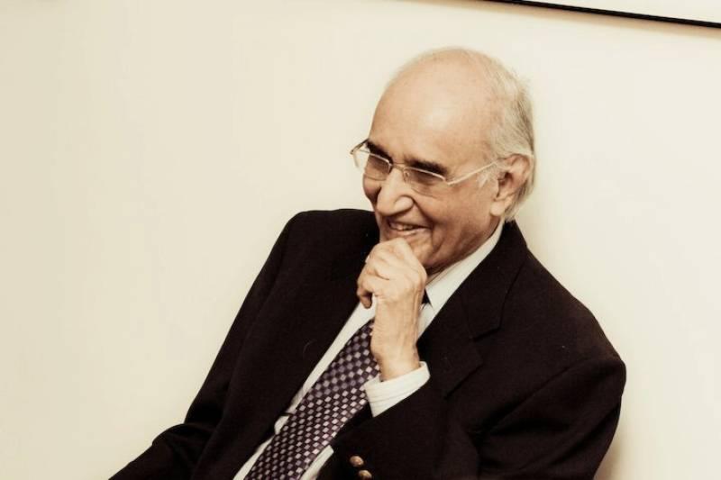 End of an era: Famed humourist Mushtaq Ahmad Yusufi dies in Karachi