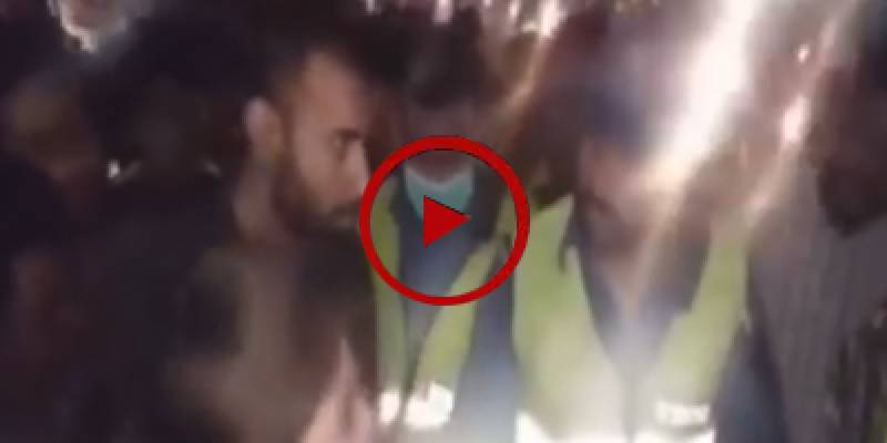 Lahori woman beats traffic warden for contact number request (VIDEO)