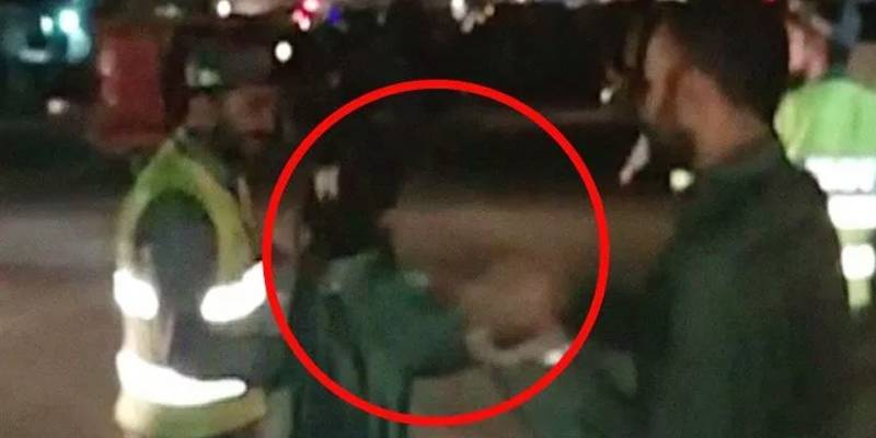 Traffic warden beaten up by woman in Lahore