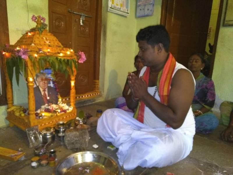 'Crazy' Indian devotee worships Donald Trump as god
