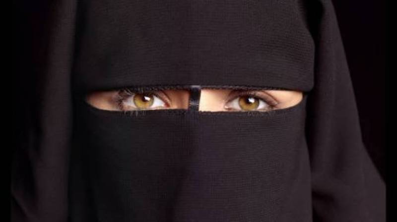 Dutch lawmakers pass bill to partially ban burqas in public places