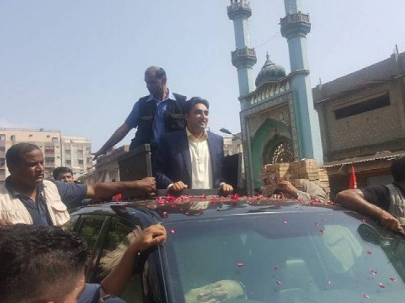 VIDEO: Two injured as Bilawal Bhutto's convoy pelted with stones during visit to Lyari