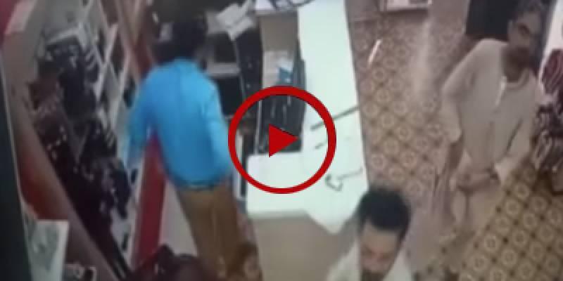 Dacoity at Karachi's Zaib un Nisa market caught on camera (VIDEO)