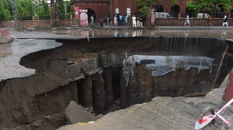 Probe team presents report on Lahore's Mall Road sinkhole