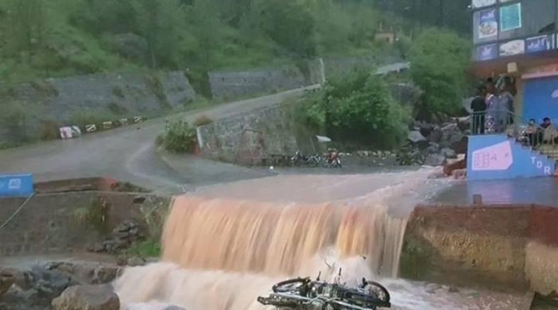 Six Pakistani tourists drown in Murree drain