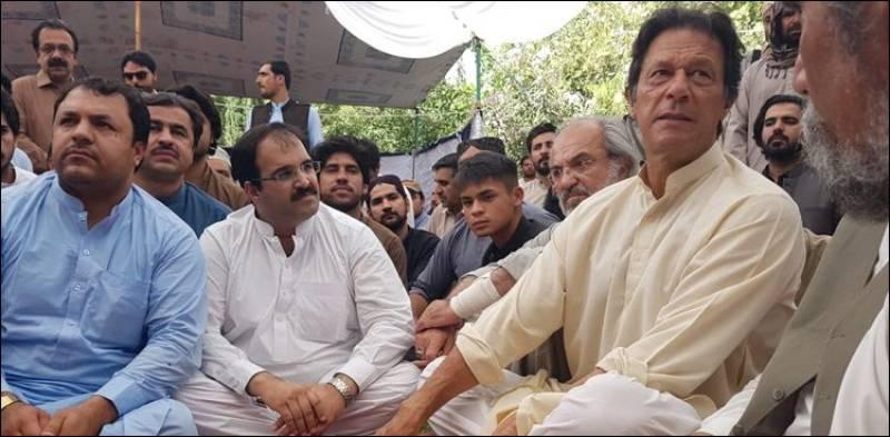 Imran Khan expresses solidarity with Mastung victims' families
