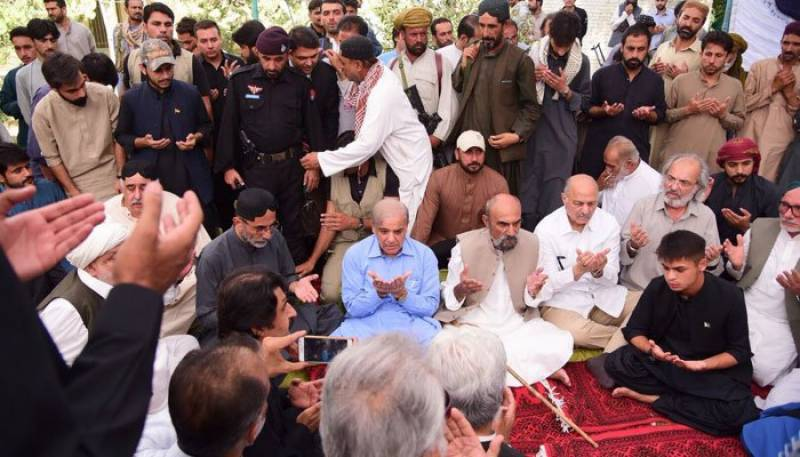 Shehbaz Sharif in Quetta to console families of Mastung attack victims