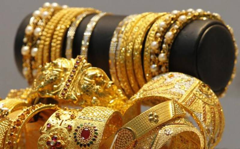 Gold price increases by Rs850 per tola