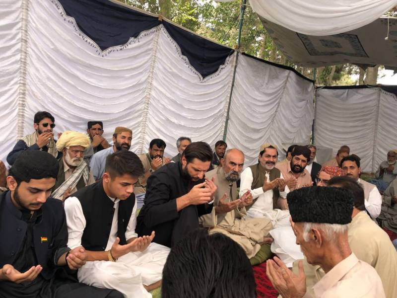 Afridi visits Quetta, expresses condolence with victims of Mastung blast