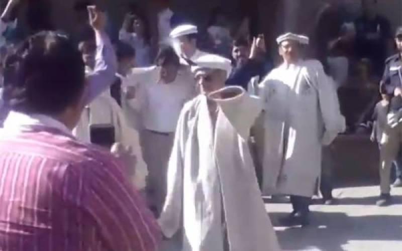 Video of CJP Saqib Nisar dancing in Hunza goes viral