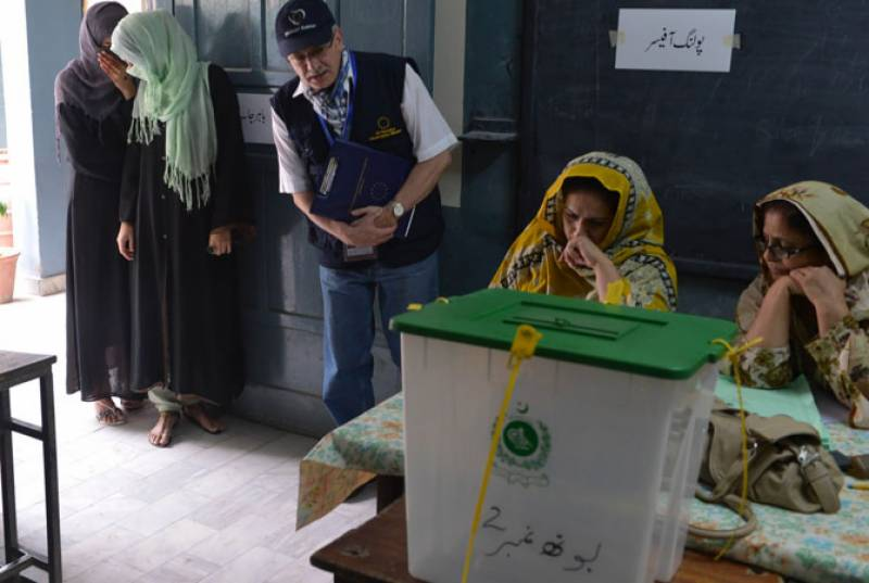 Polling suspended in NA-123 after scuffle between PTI, PML-N workers