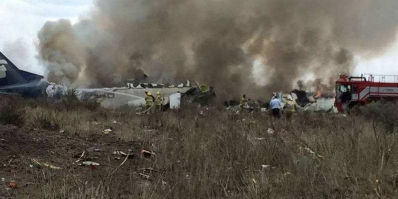 97 injured as Mexican plane crashes at airport