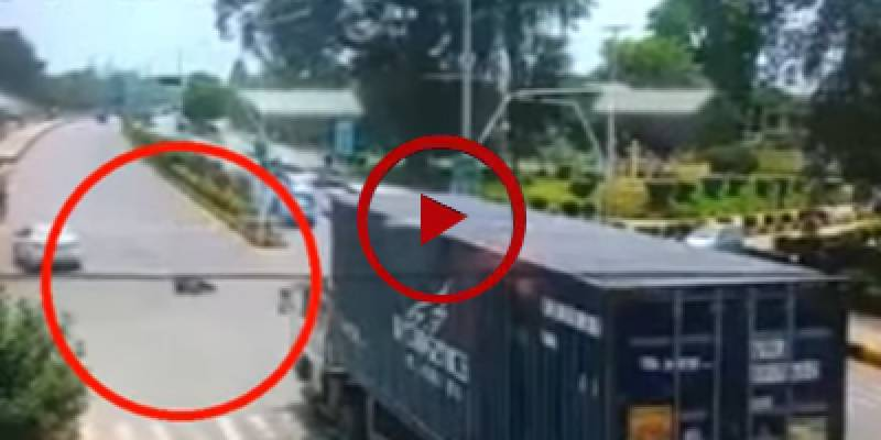 CCTV footage of horrifying accident in wah cantt (VIDEO)