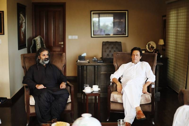 Shahzain Bugti announces support to Imran Khan in PM's election