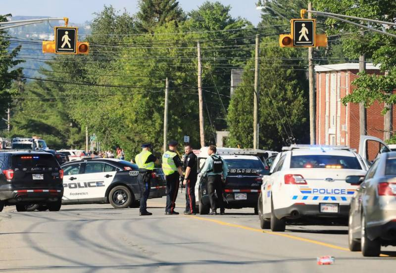 Two cops among 4 killed in Canada shooting