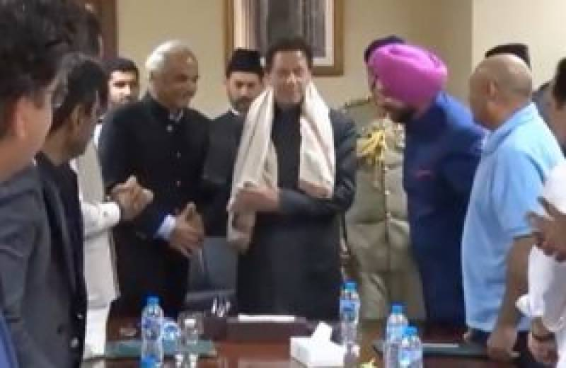 India fumes as ex-cricketer gifts shawl to Pakistan's PM Imran Khan