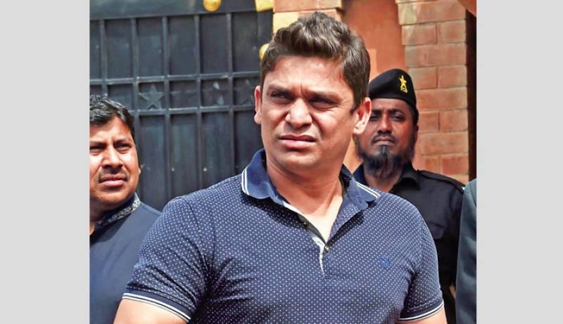 Pakistan's disgraced cricketer offers Rs3m reward for killing Dutchmen behind blasphemous cartoon contest (VIDEO)