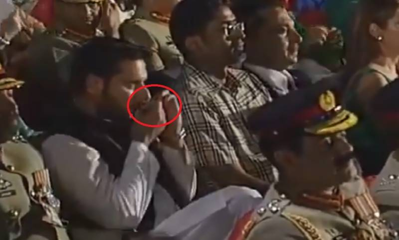Shahid Afridi caught taking naswar during Defence Day ceremony (Video)
