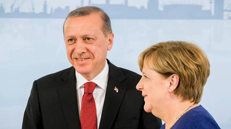Turkish President Erdogan to meet Angela Merkel amid tensions