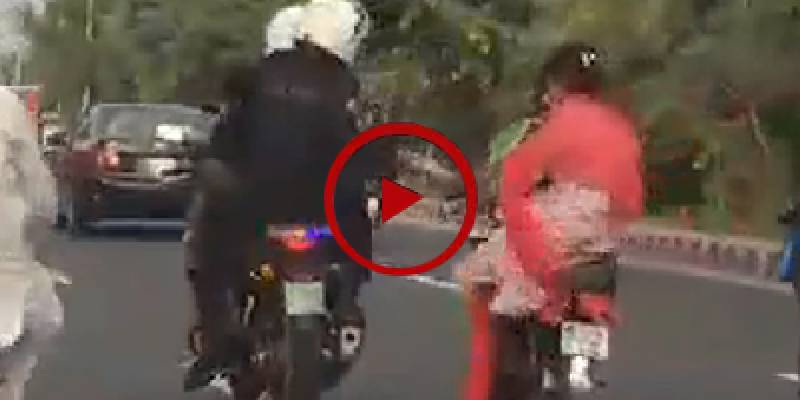 Dolphin Police spotted helping bike-riding girls in Lahore (VIDEO)