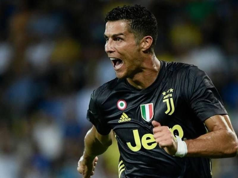 Muslim fans overwhelmed as Cristiano Ronaldo greets with 'Salamalaikum'