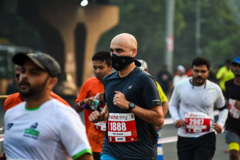 Thousands of runners compete in smoggy Delhi half marathon