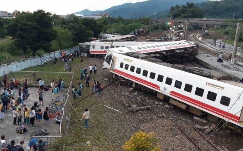18 dead in Taiwan train accident