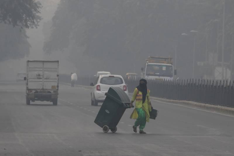 Delhi bans trucks as mega-city chokes
