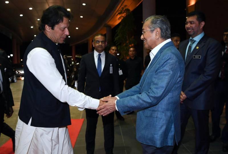 Dr Mahathir bids farewell to PM Imran Khan at Malaysian airport