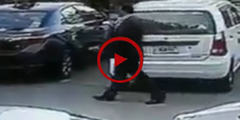 Clever thief steals bag from car in Islamabad (VIDEO)