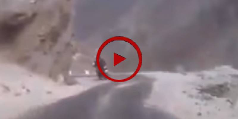 Lucky motorcyclist narrowly escapes major accident in Skardu (VIDEO)