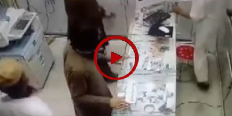 Robbers target mobile shop in Jhelum (VIDEO)