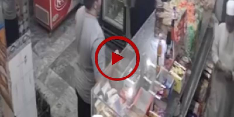 Robbery attempt at grocery store in Karachi (VIDEO)