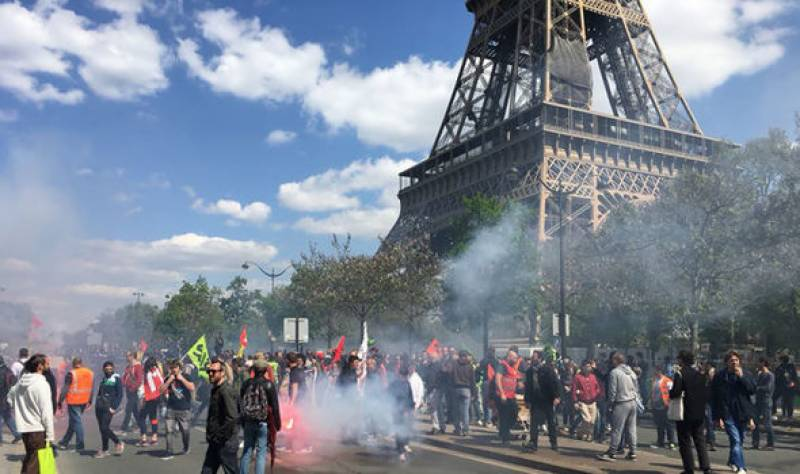 France shuts down Eiffel Tower for tourists amid violent fuel protests