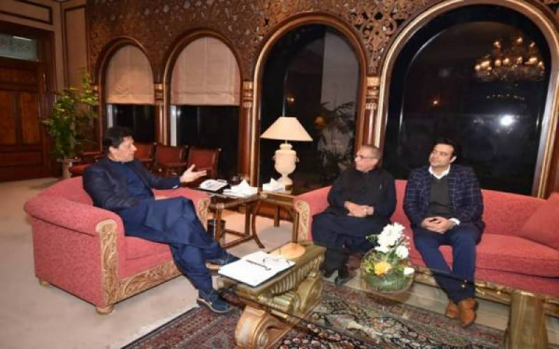 PM Imran Khan assures journalists of clearing media dues