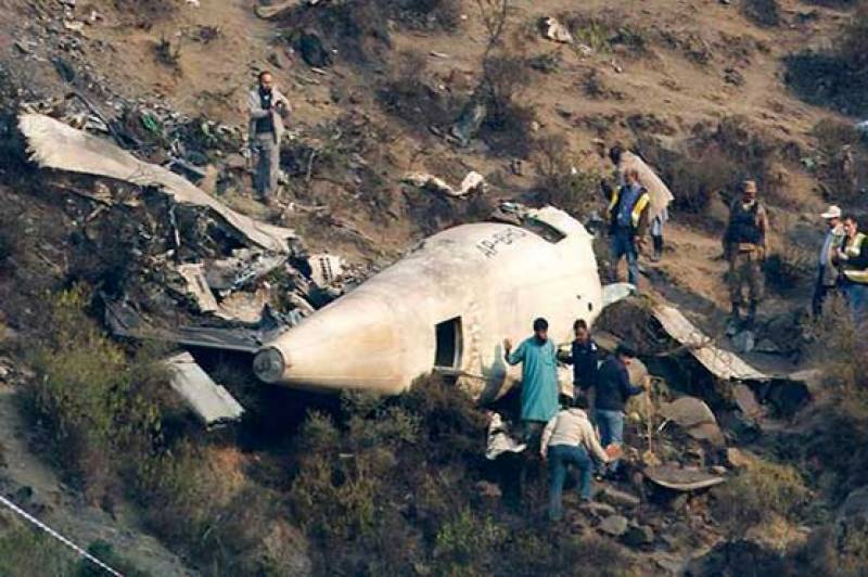 Former PAF Avionics engineer gives theory about Junaid Jamshed plane crash in light of available evidence