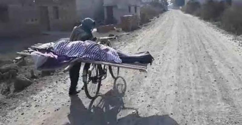 Caste differences: Boy forced to carry mother's body on bicycle in India (video)