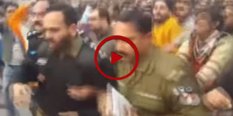 Sahiwal killings: Protesters manhandle senior police officers during violent demos in Lahore (VIDEO)